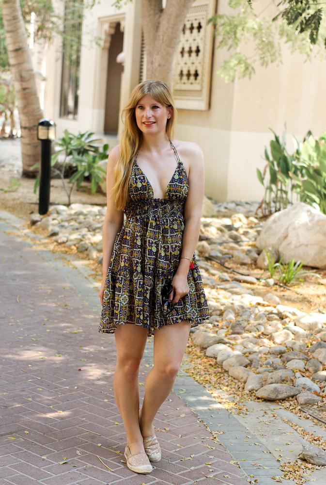 Urlaubsoutfit Buntes Sommerkleid Asos kombinieren Espadrilles Modeblog Sommertrend 1