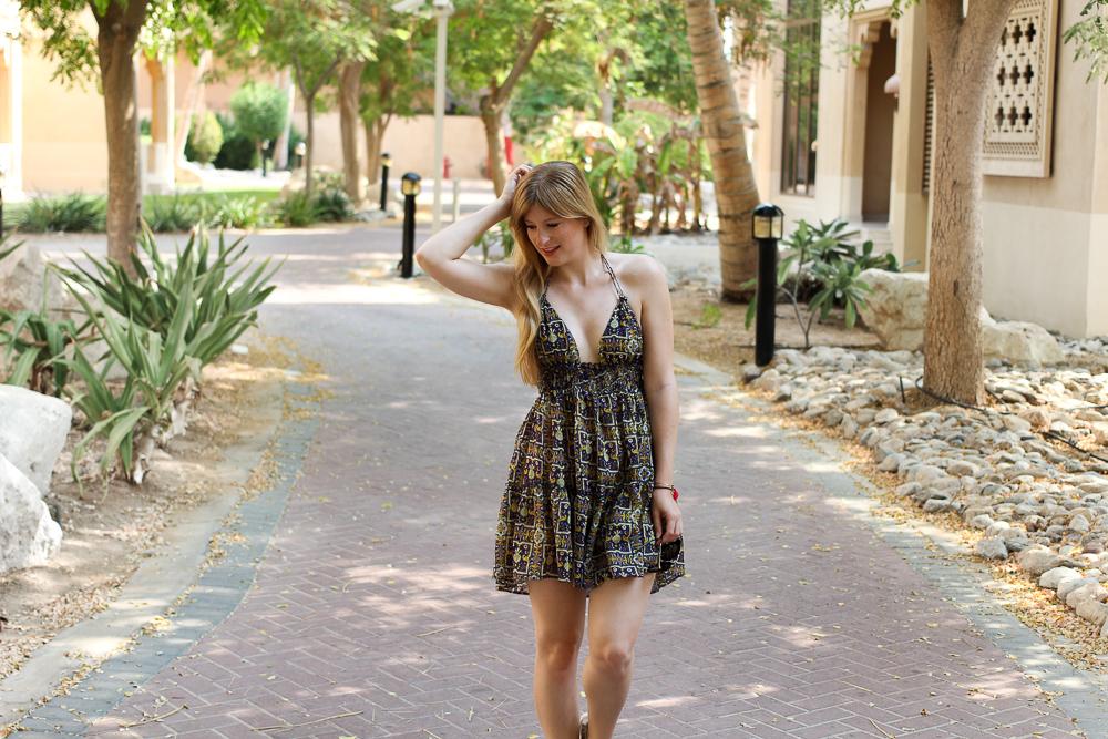 Urlaubsoutfit Buntes Sommerkleid Asos kombinieren Modeblog OOTD Sommertrend 4