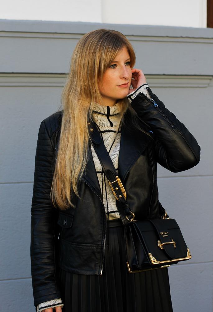 schwarze Lederjacke Falten Lederrock Oasis Rollkragenpullover Zalando Modeblog Köln Herbstlook 2