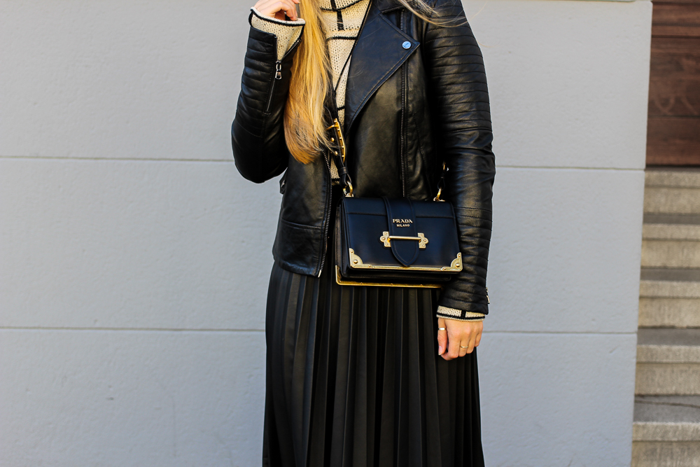 schwarze Lederjacke Falten Lederrock Prada Cahier Bag Modeblog Köln Herbstlook 3