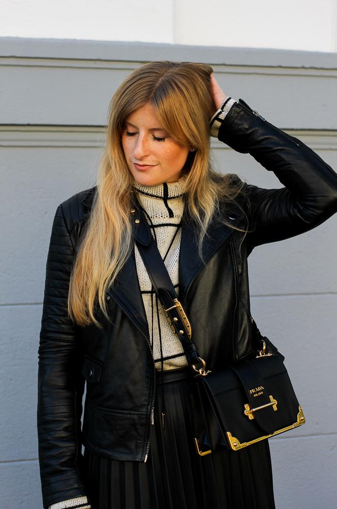 schwarze Lederjacke Falten Lederrock Prada Cahier Bag Modeblog Köln Herbstlook 5