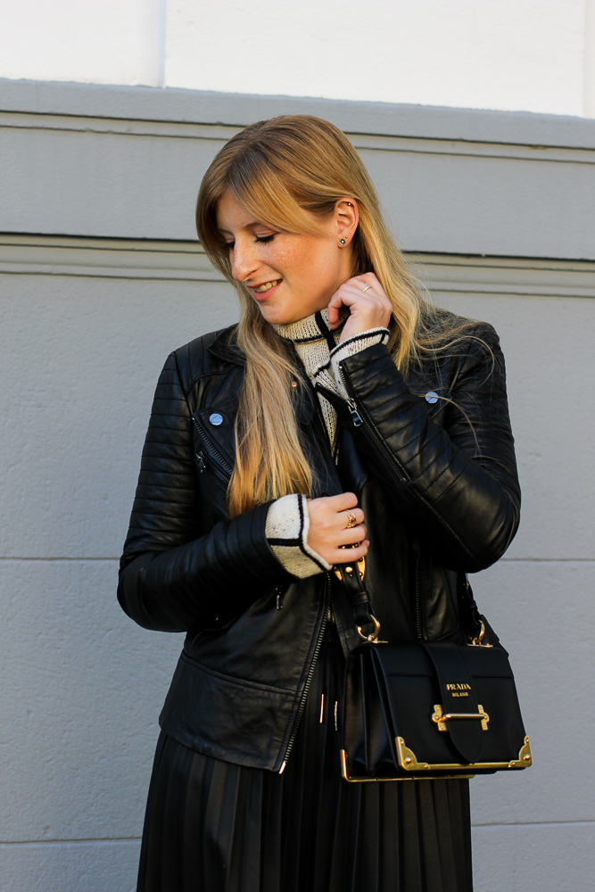 schwarze Lederjacke Lederrock Prada Cahier Bag Modeblog Köln Herbstlook 9