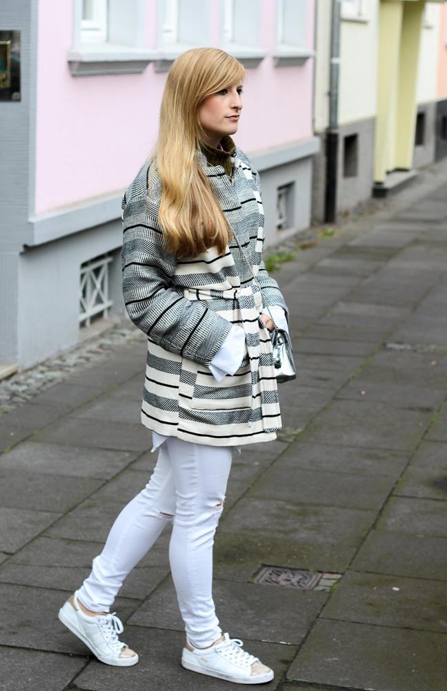 All White Sneaker Look gestreifte Herbstjacke Fashion Blog Köln Outfit streetstyle Herbst 6
