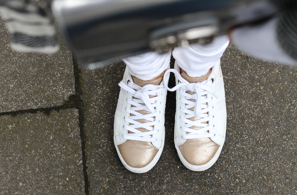 All White Sneaker weiß Gold Gola Sneaker Look Blogger Outfit Herbst kombinieren 4