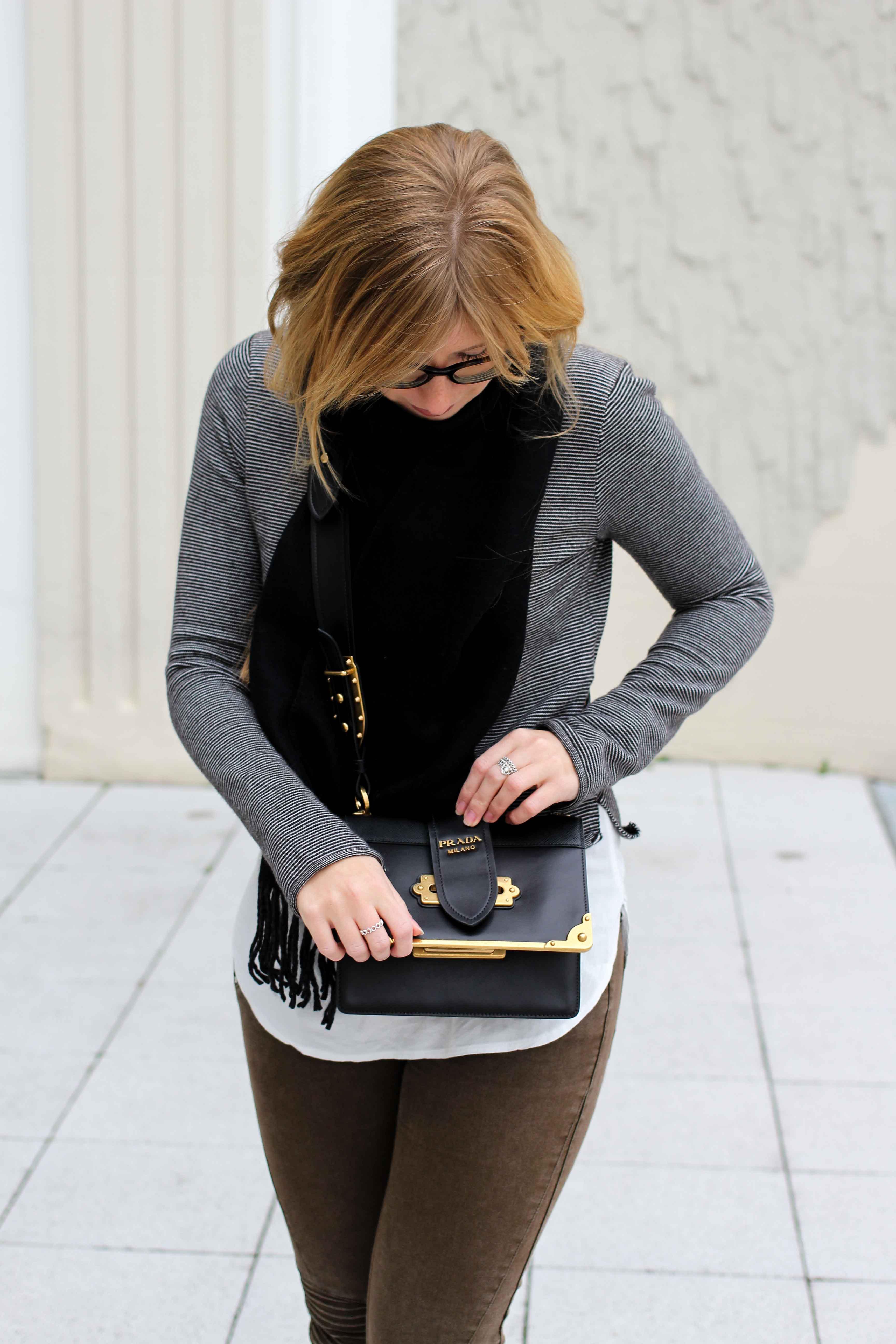 Casual Look Zara Pullover Schal Winteroutfit Layering Prada Tasche Modeblogger streetstyle 4