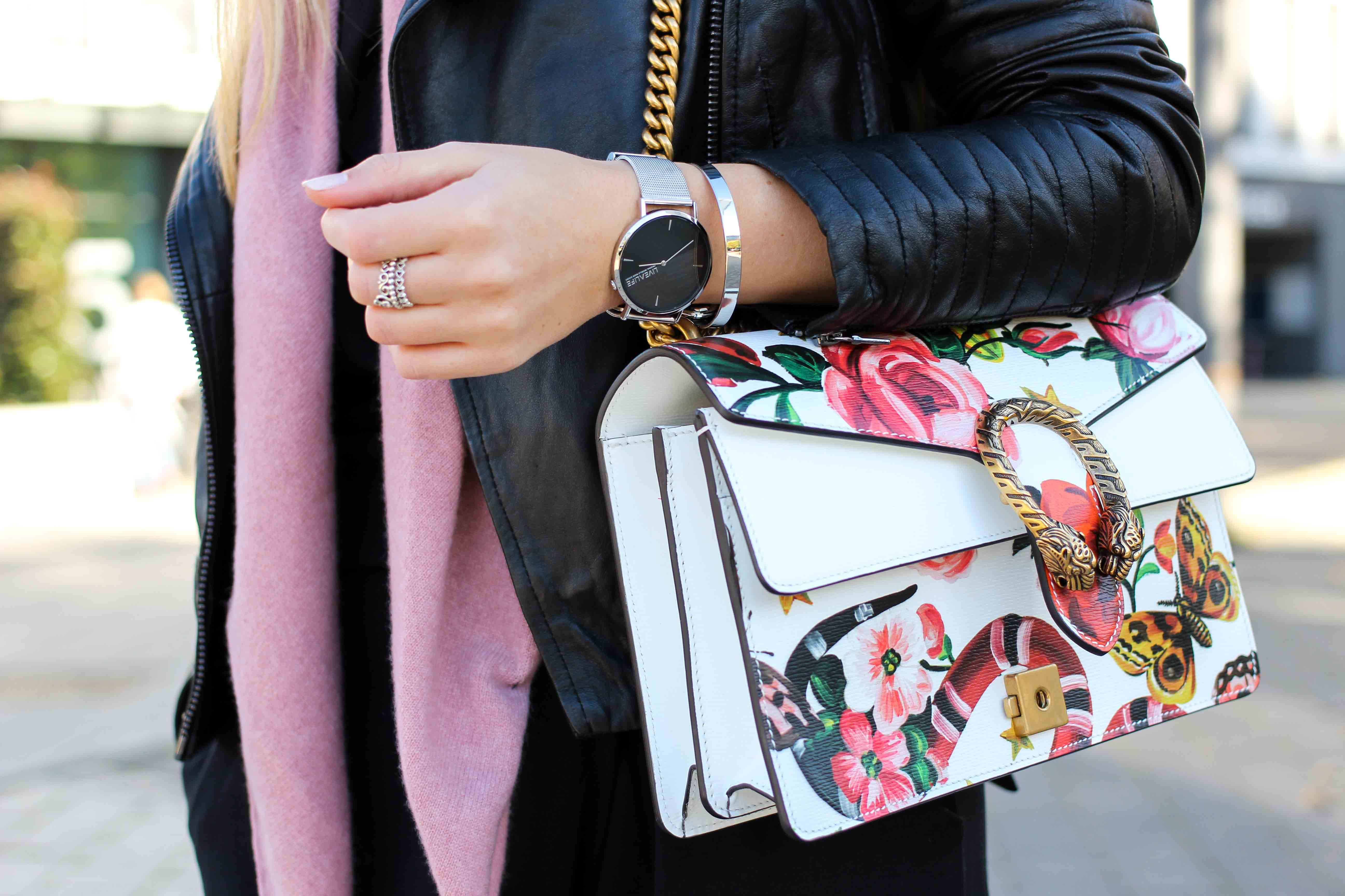 Rosa Kaschmir Schal Gucci Dionysus Garden Print Lederjacke Modeblog Outfit Herbsttrend 3