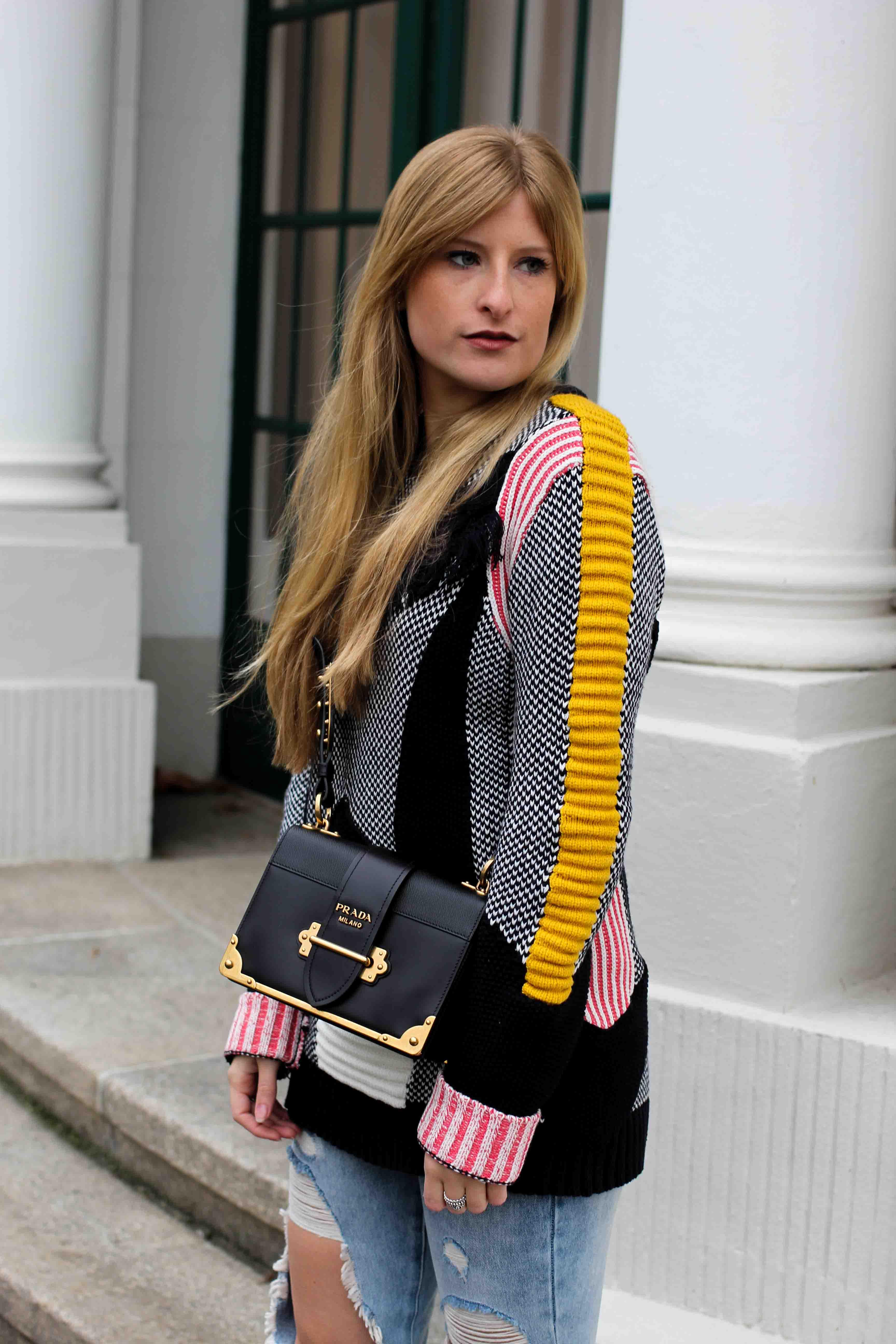 Streetstyle Bunter Wollpullover Asos Statementpullover Prada Cahier Bag Fashion Blog 6