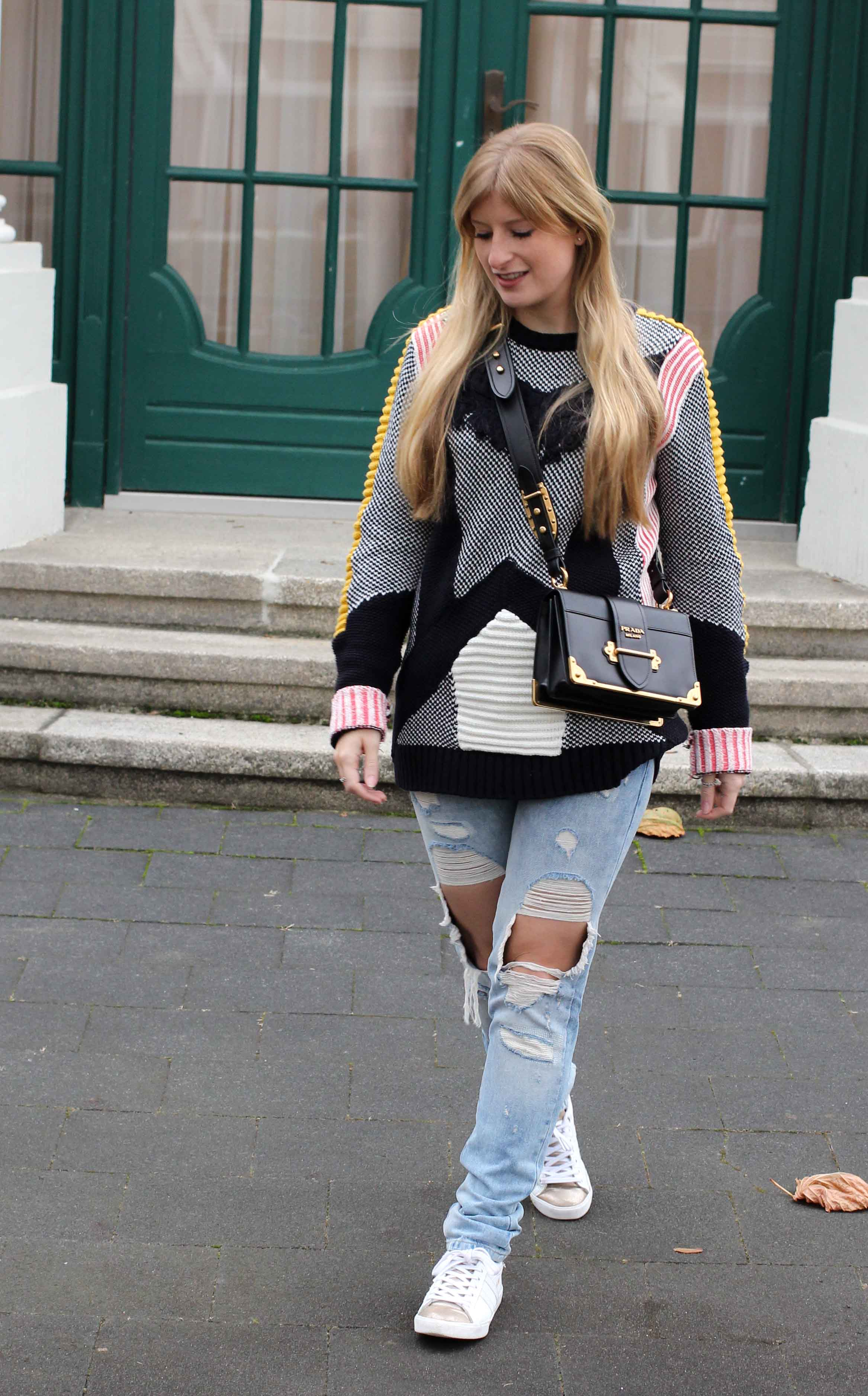 Streetstyle Look Bunter Wollpullover Asos Statementpullover Ripped Jeans Fashion Blog 7
