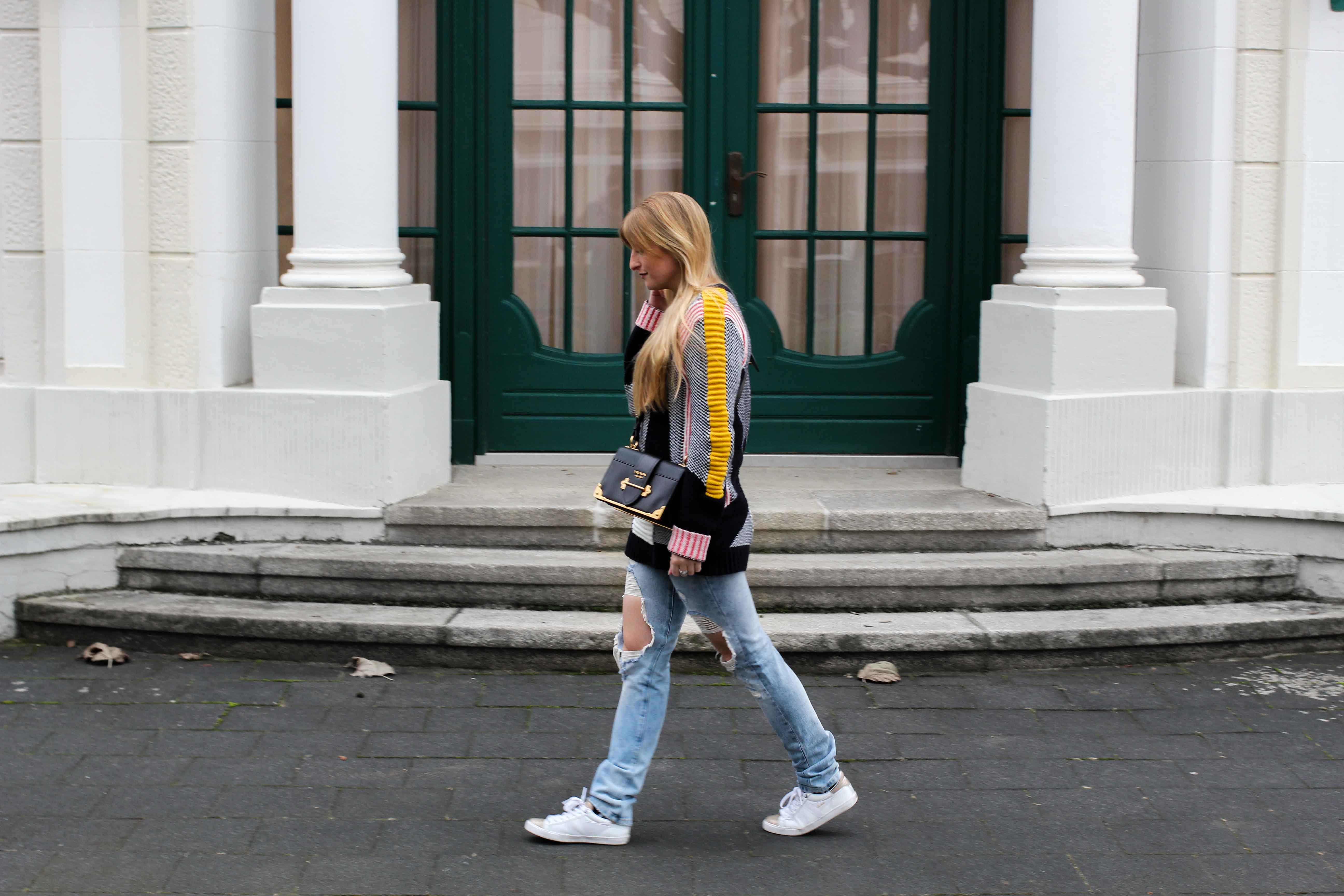 Streetstyle Look Bunter Wollpullover Asos Statementpullover Ripped Jeans Fashion Blog Köln 2