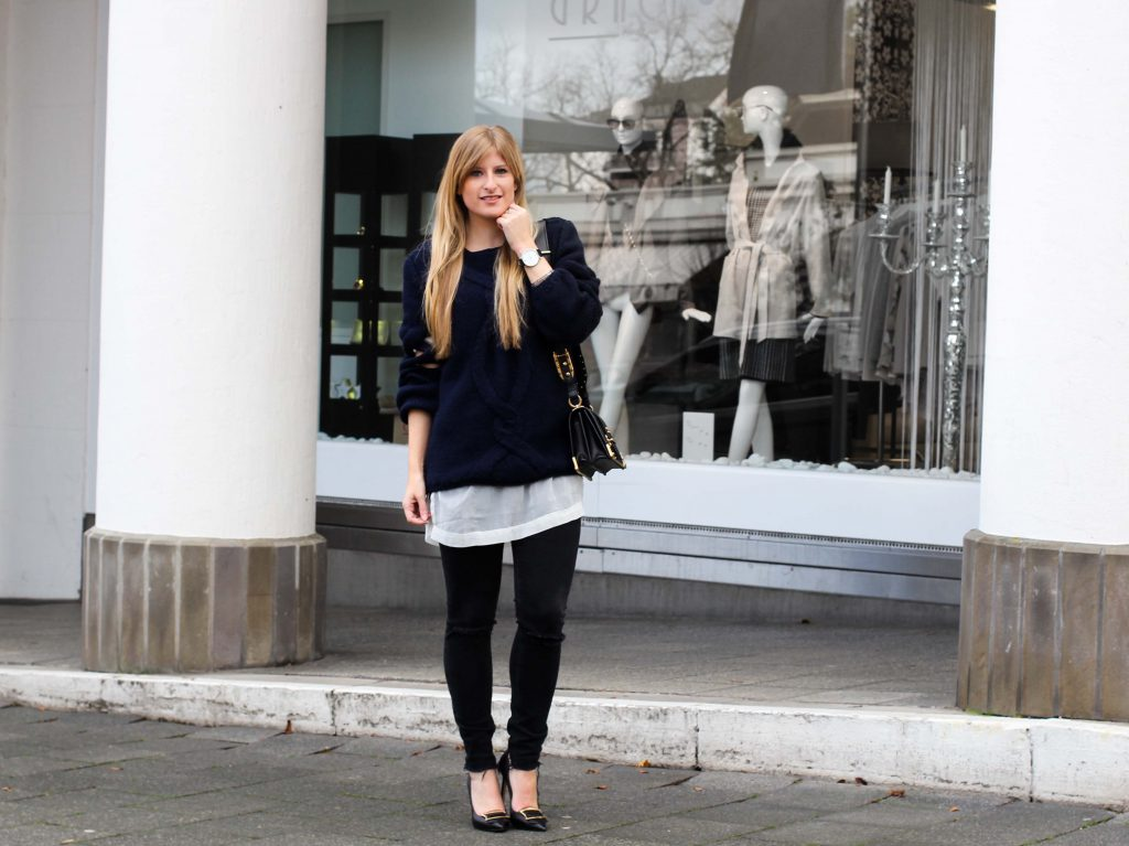 Streetstyle   Wollpullover mit Cut-Outs & Ripped Jeans