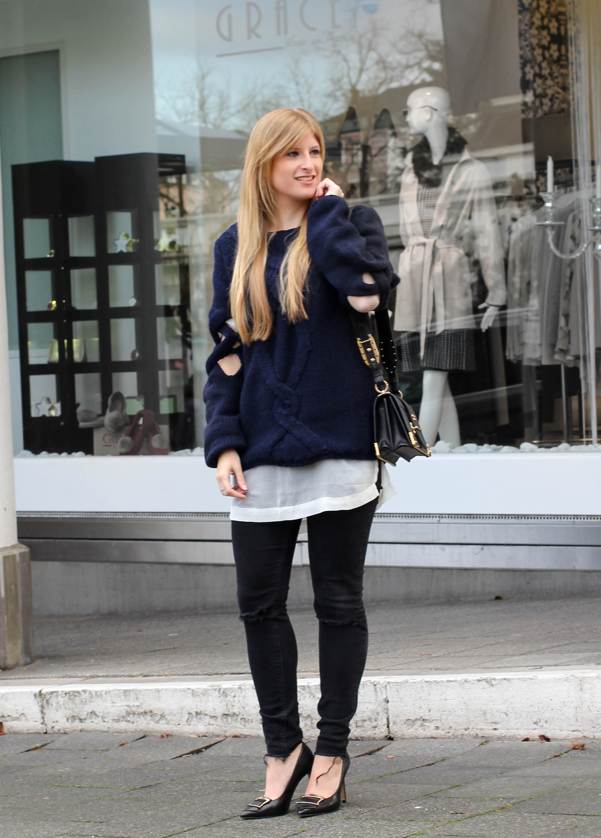 Streetstyle Wollpullover mit Cut-Outs Zopfmuster Asos Prada Cahier Bag Modeblogger 1