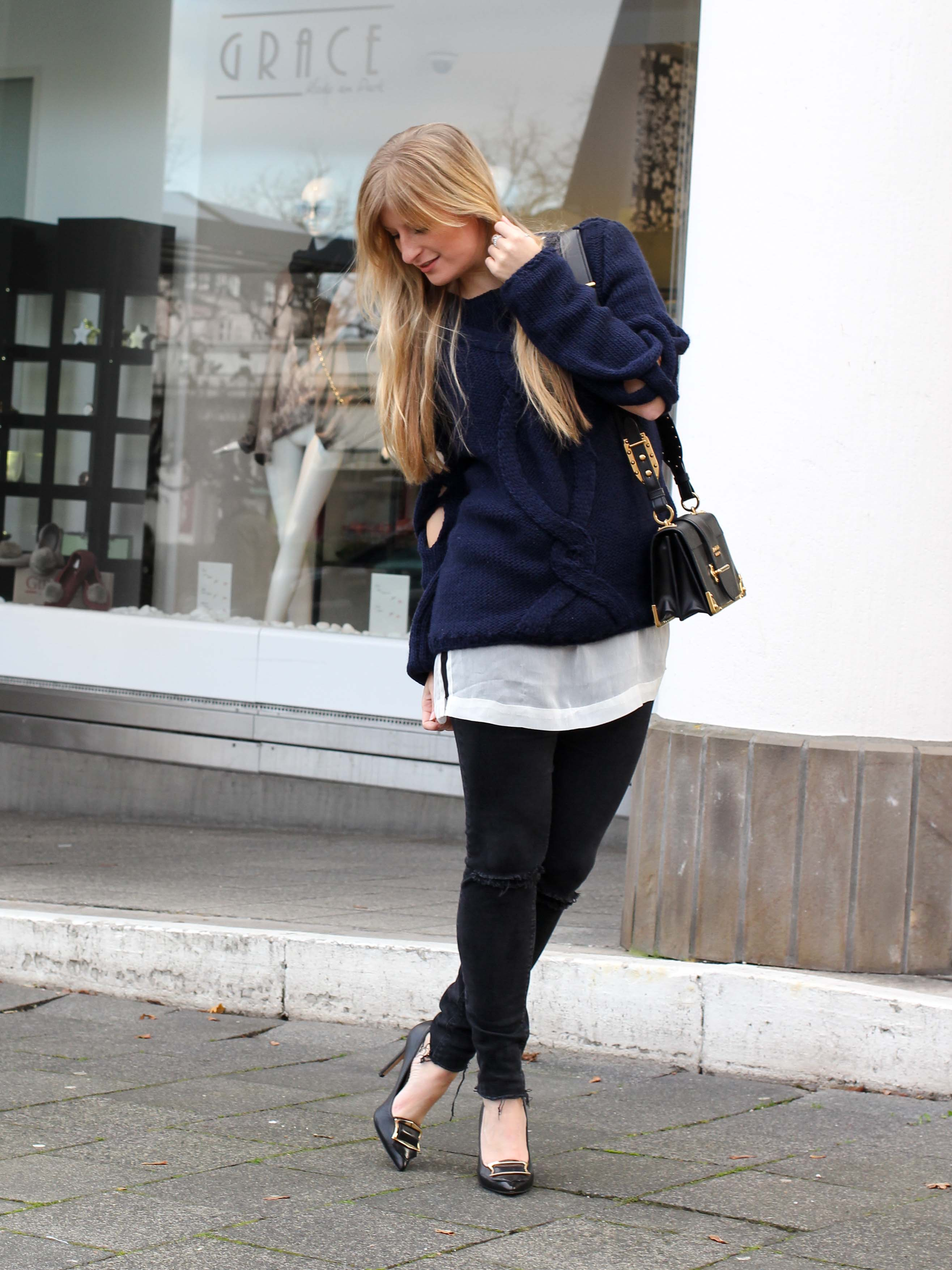 Streetstyle Wollpullover mit Cut-Outs Zopfmuster Asos Prada Cahier Bag Modeblogger 5