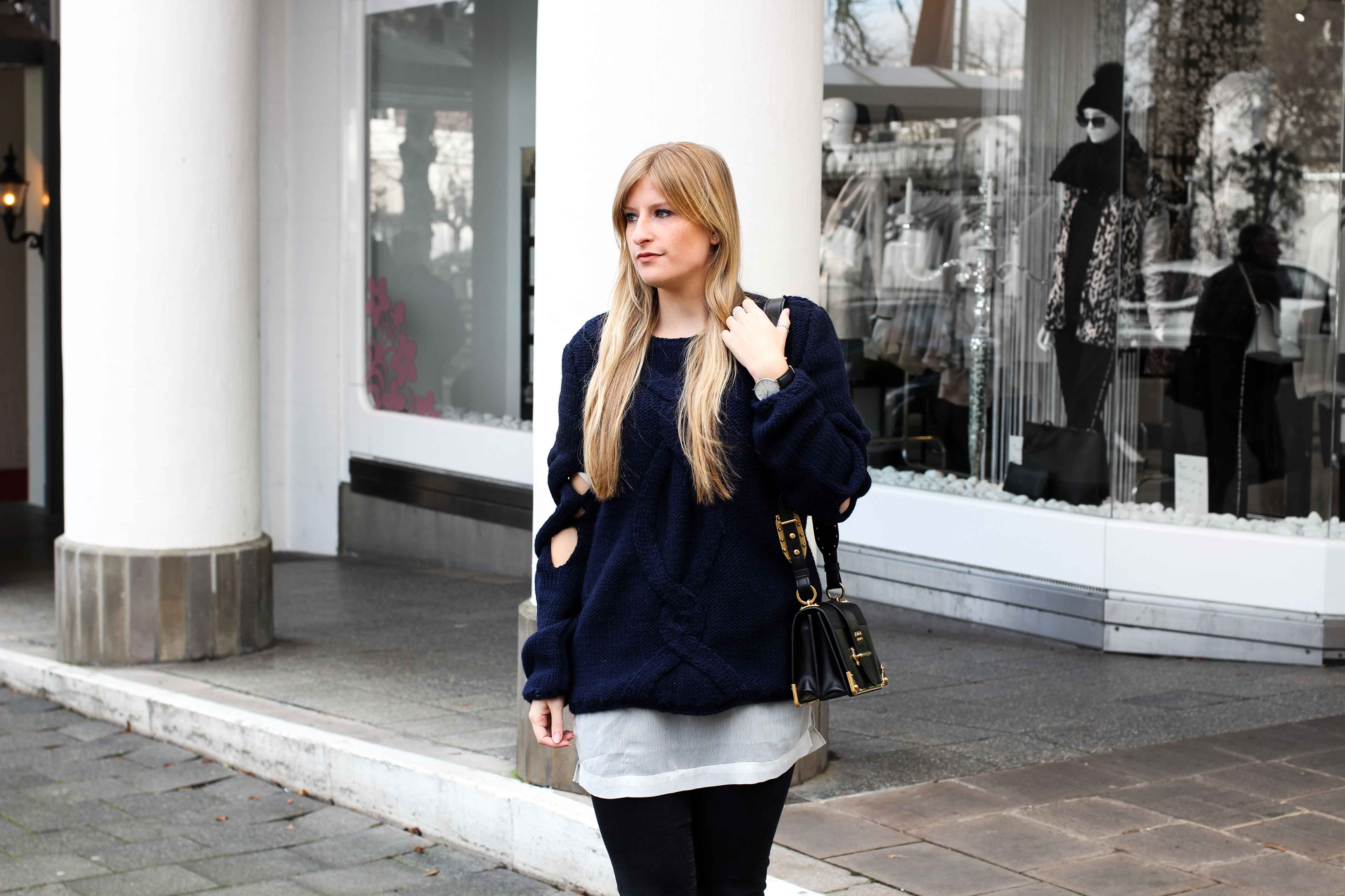 Streetstyle Wollpullover mit Cut-Outs Zopfmuster Prada Cahier Bag Modeblogger 4