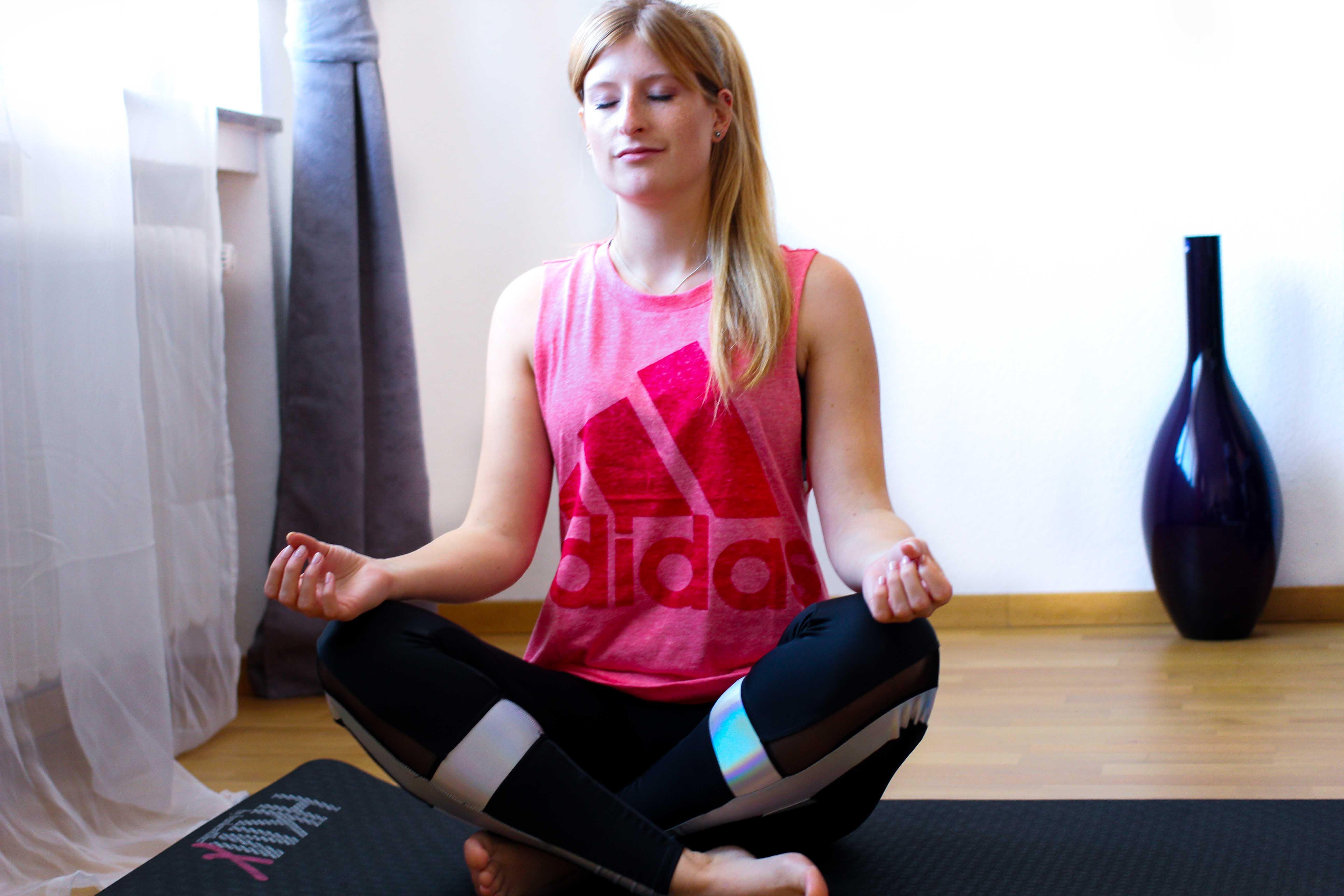 Yoga Outfit Zalando Ausstattung Adidas Sportoutfit Sporttrend Yoga Pose 1