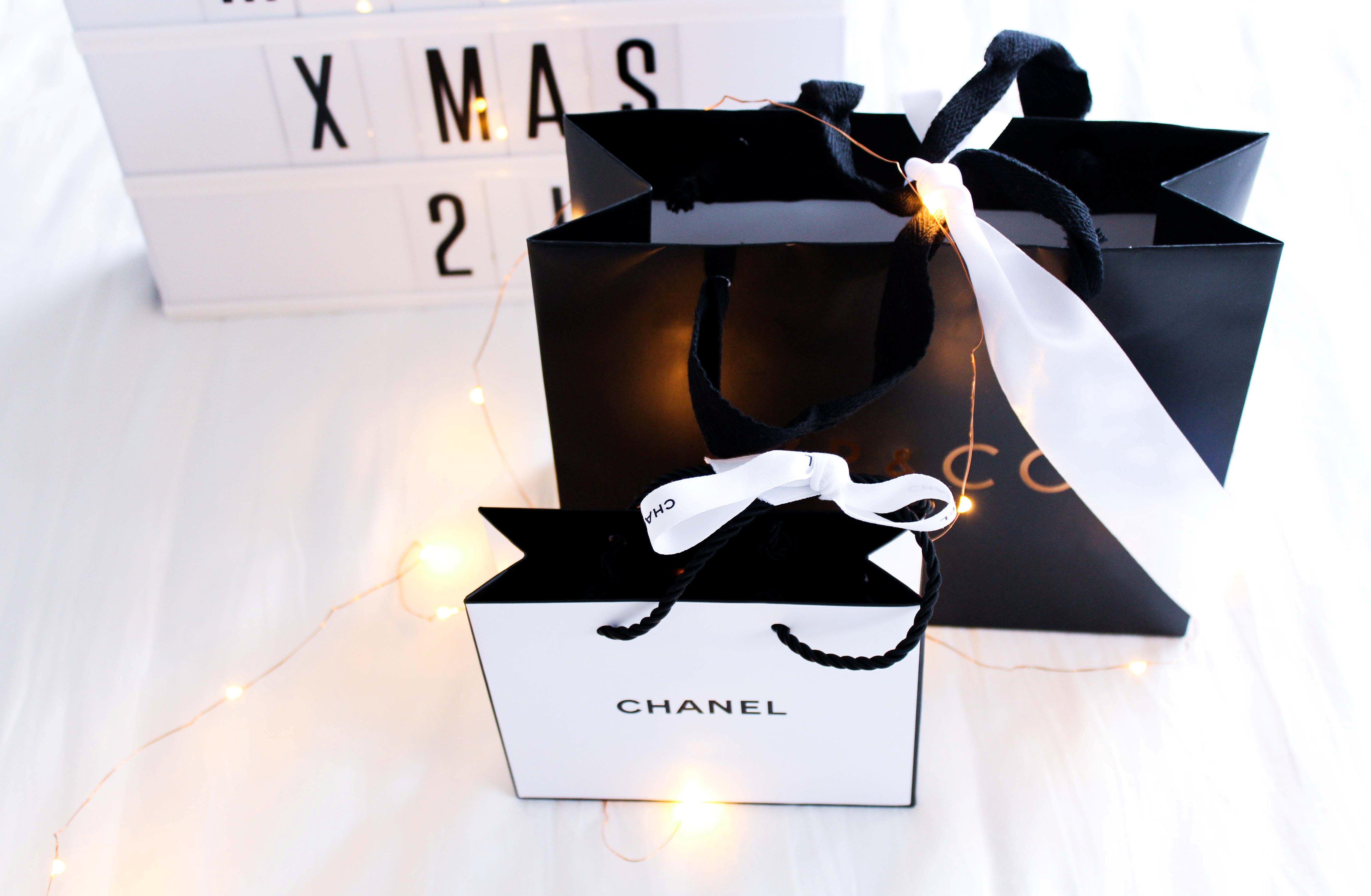 tischleuchte-Kino-Leuchtreklame-Radbag-Marry-X-Mas-Chanel-Tüte-Blog-GeschenkeTipps