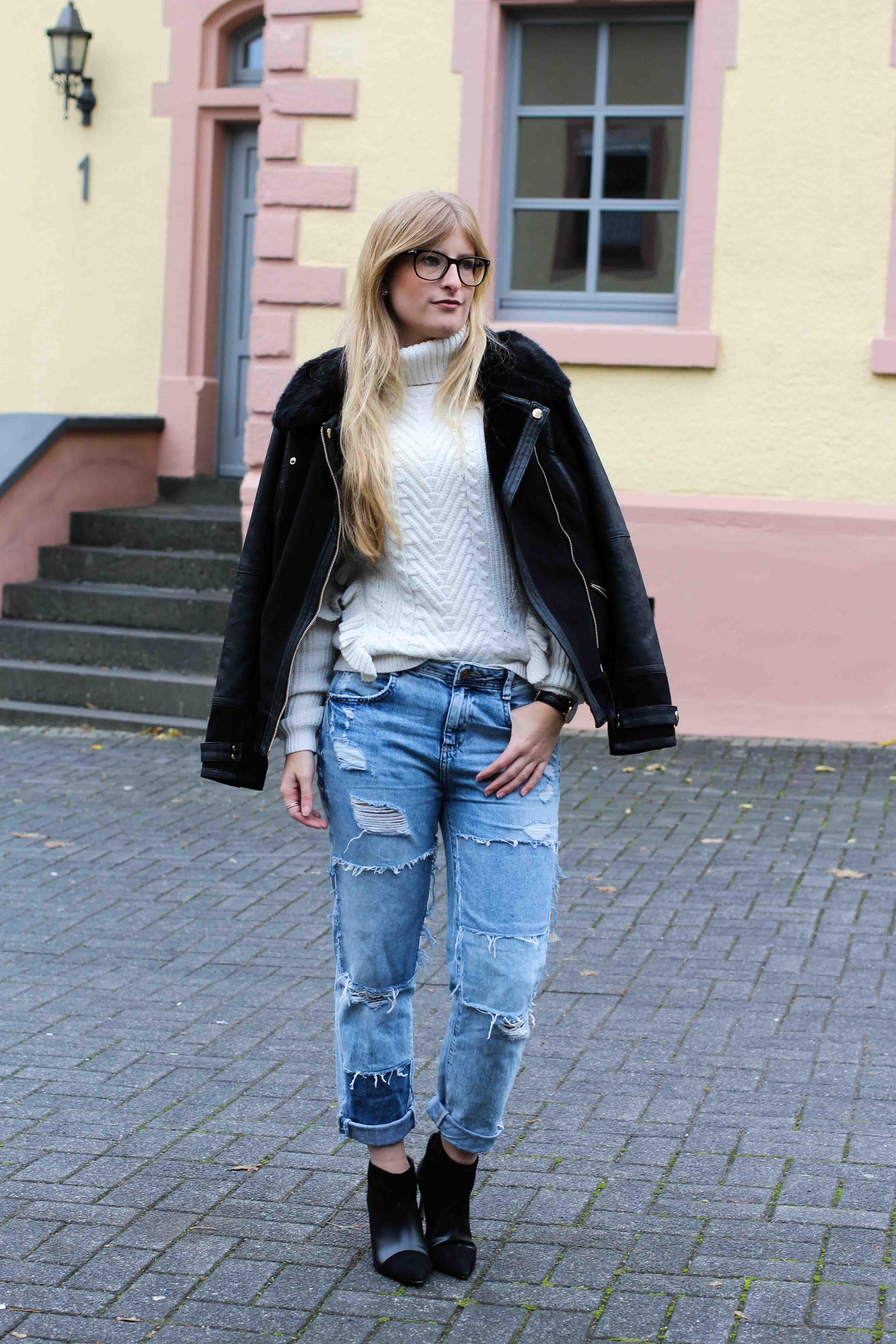 Casual Winter Streetstyle Rüschenpullover kombinieren Flicken-Jeans Zara OOTD Modeblog