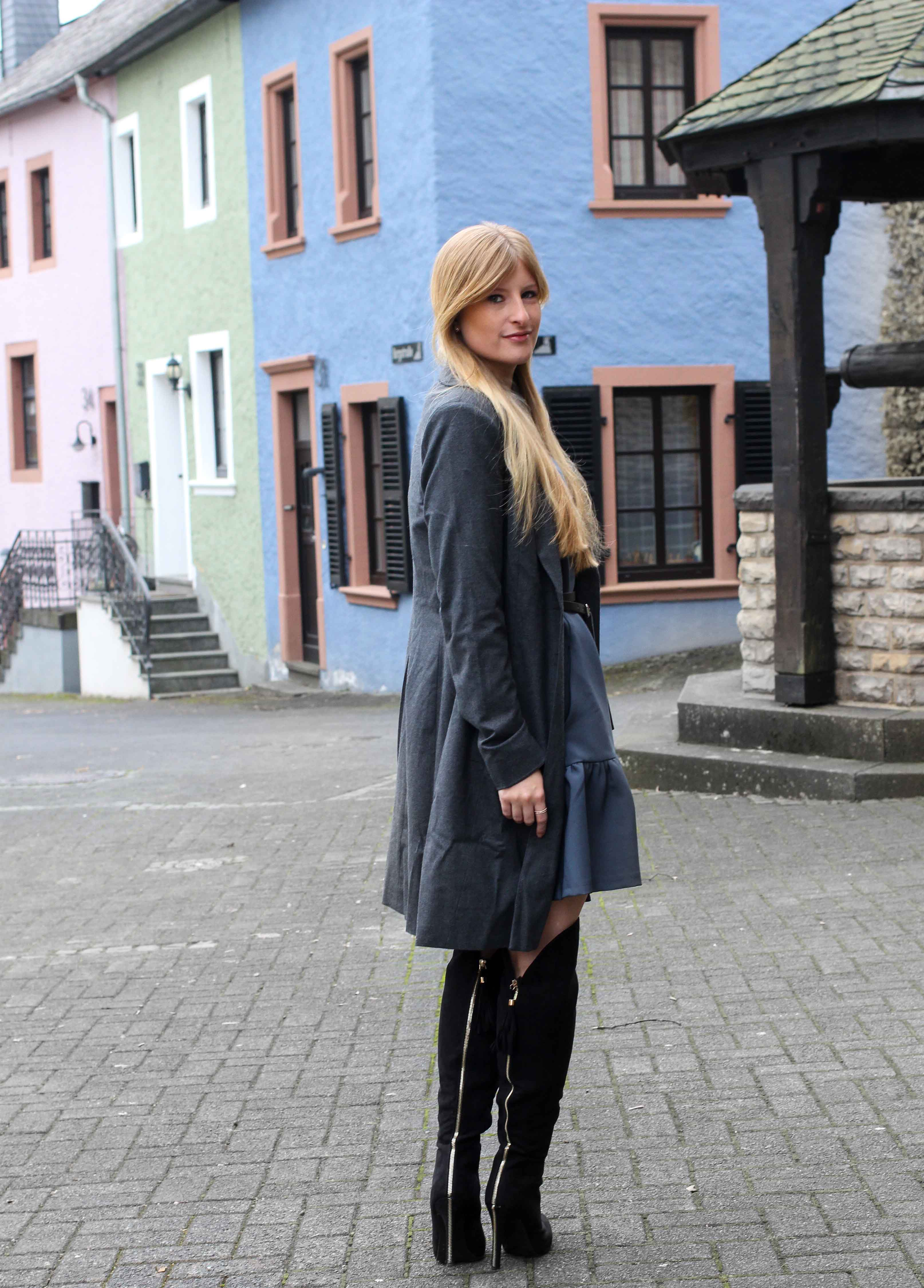 Closet London grauer Mantel schwarze Overknees Winter Outfit Modeblog 5