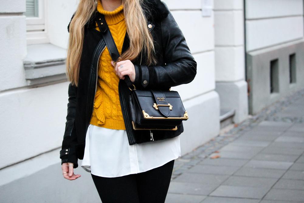 Rüschenpullover kombinieren Layering Bluse Prada Tasche Modeblog Bonn Streetstyle