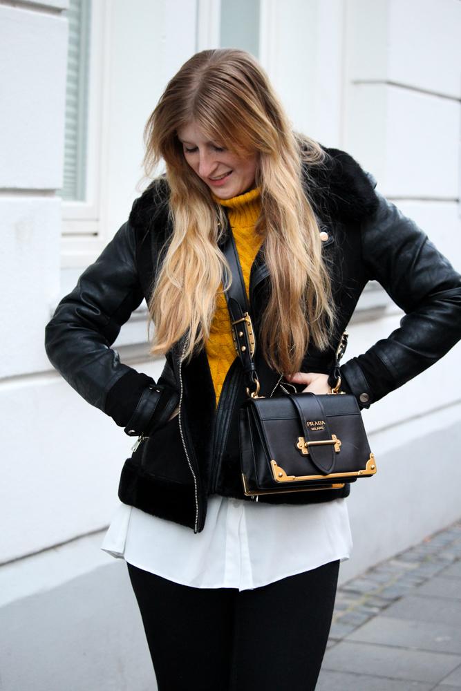 Rüschenpullover kombinieren Layering Bluse Prada Cahier Bag Modeblog Bonn Streetstyle