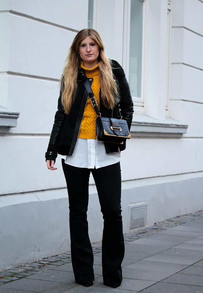 Schlaghose kombinieren Rüschenpullover Prada Tasche Modeblog Bonn Streetstyle