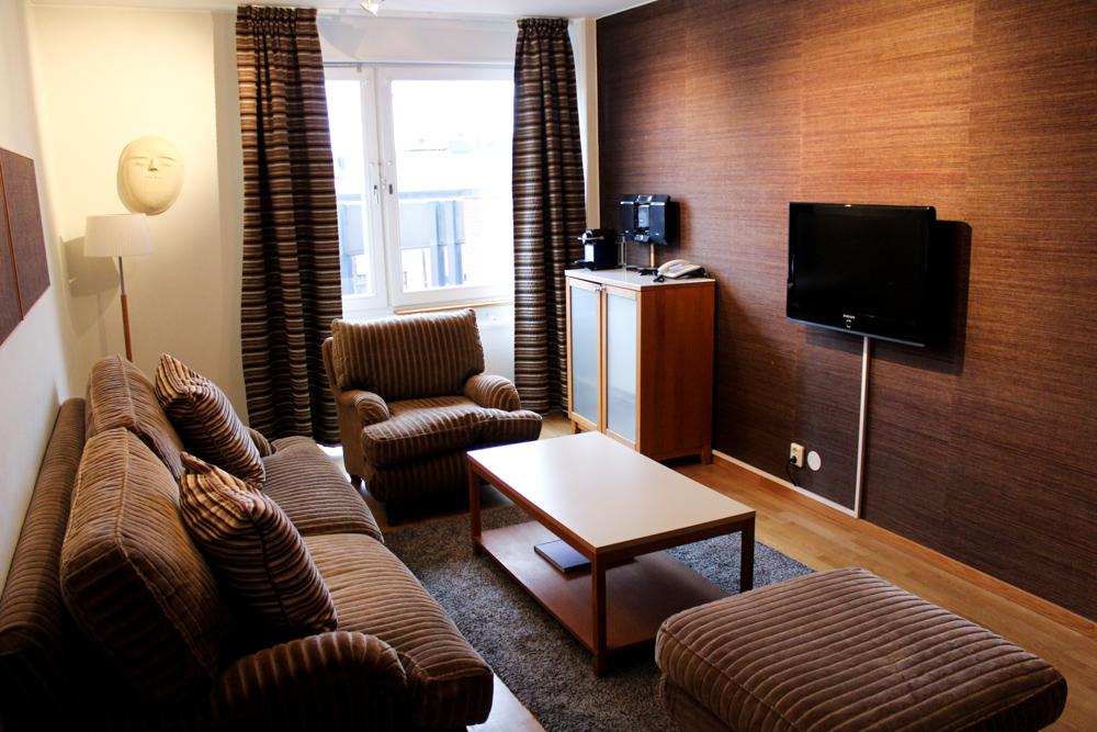 Stockholm Hotel Birger Jarl Reiseblog Suite Zimmer Hotelrezension Wohnzimmer