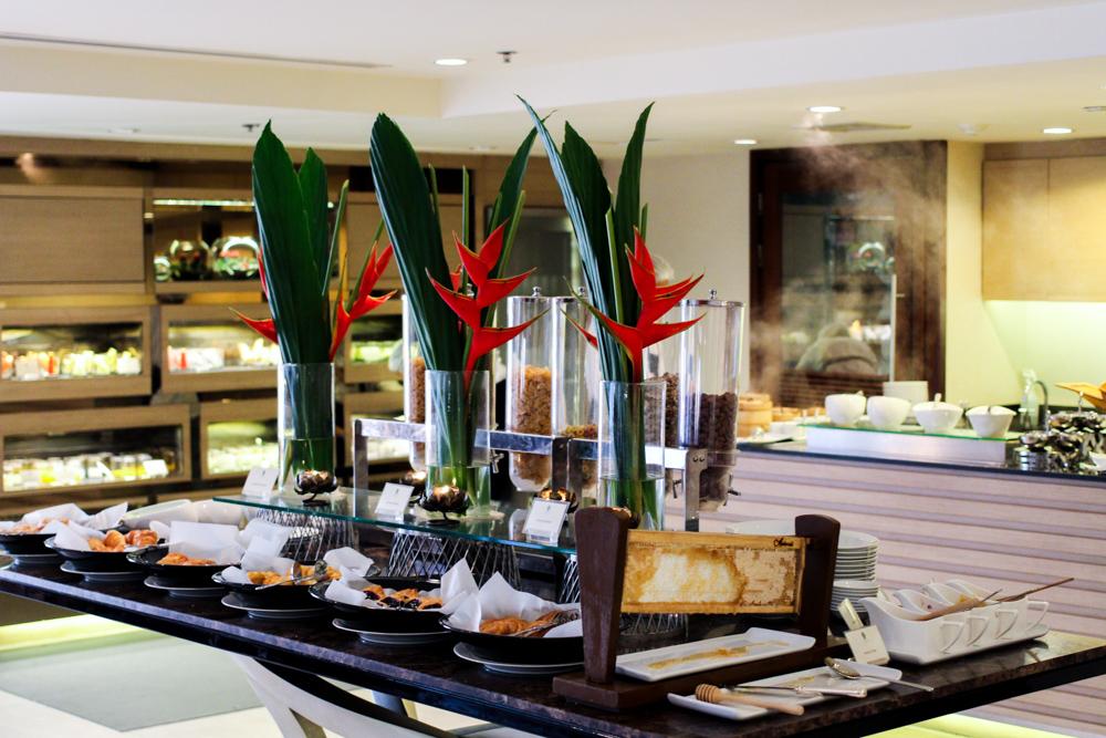 Banyan Tree Bangkok Hotel Frühstücksraum Serenity Club Badewanne Reiseblog