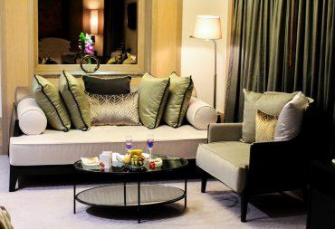Banyan Tree Bangkok Hotel Hotelzimmer Couch Serenity Club Reiseblog