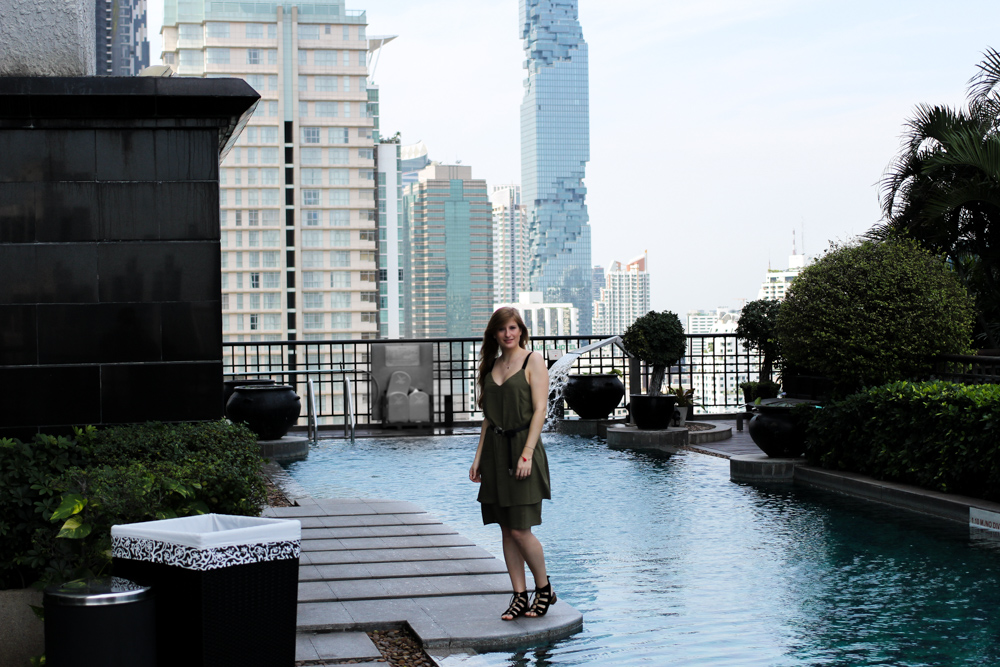 Banyan Tree Bangkok Hotel Pool Oase Thailand skyline Reiseblogger BrinisFashionBook