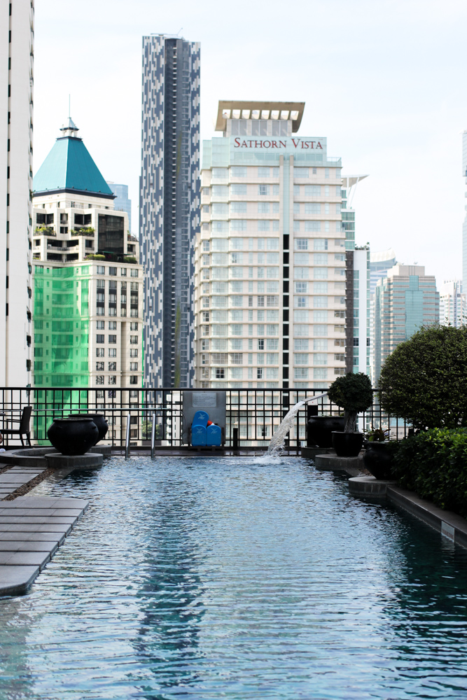 Banyan Tree Bangkok Hotel Pool skyline Reiseblog