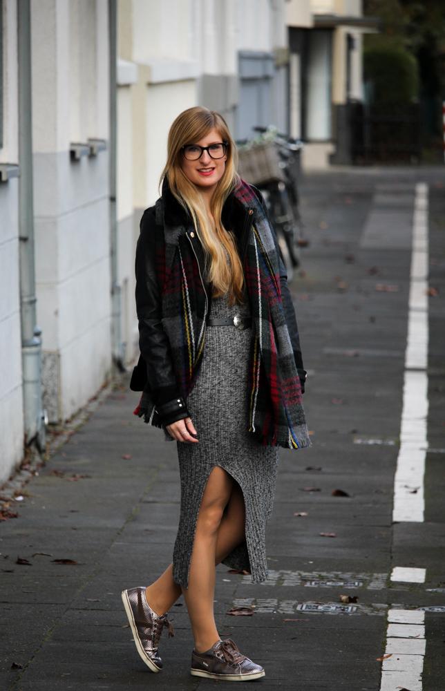 Weihnachtsoutfit langes Wollkleid Asos Metallic Sneaker Gola kombiniernen OOTD