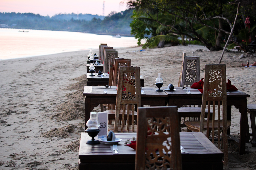 Chivapuri Beach Resort Hotel Koh Chang Thailand Traumstrand Strandrestaurant Beach Dinner