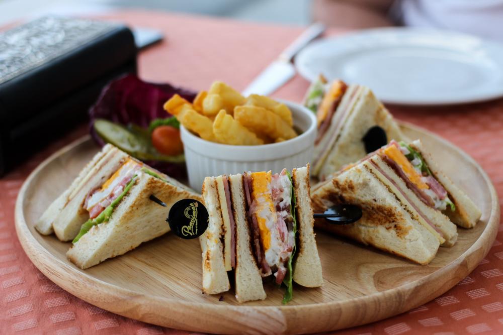 Panviman Spa Resort Luxus Hotel Chiang Mai Thailand Reiseblog Dinner Club Sandwich