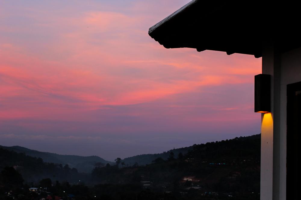 Panviman Spa Resort Luxus Hotel Chiang Mai Thailand Reiseblog Sonnenuntergang rosa