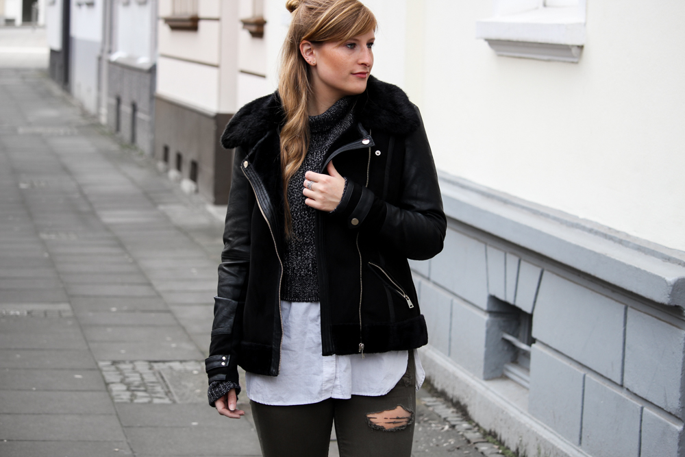 Casual Streetstyle Crop Top Pullover Layering Bluse Half Bun Frisur Fashion Blogger Köln Outfit