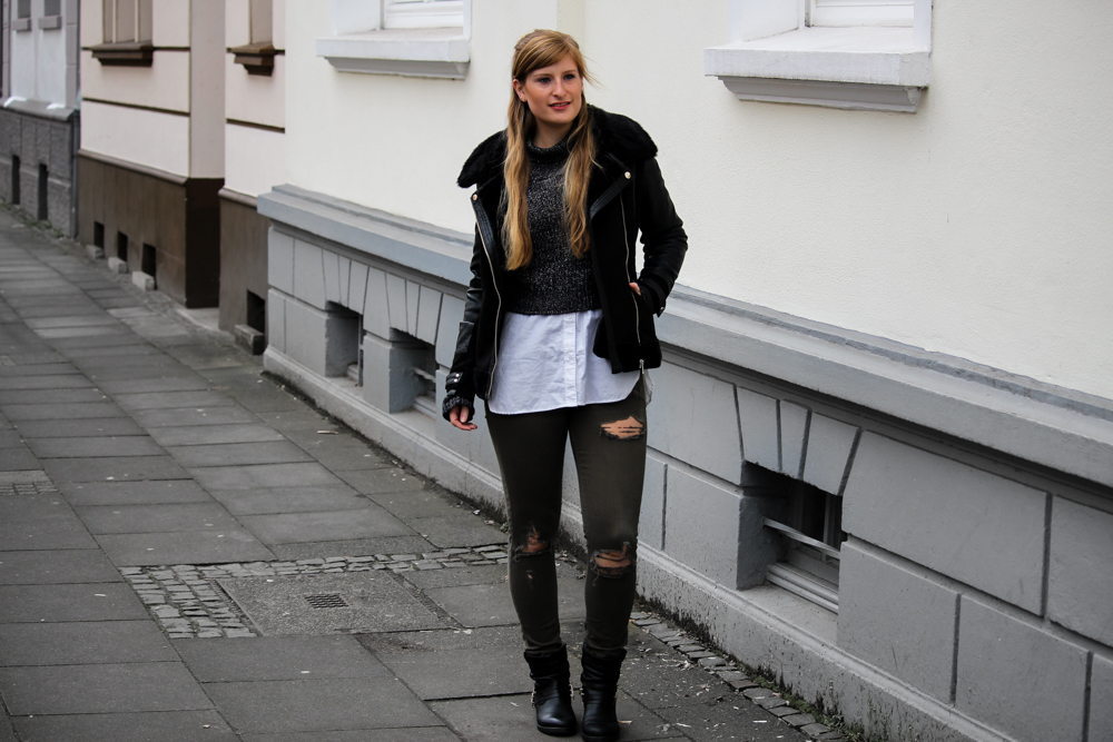 Casual Streetstyle Crop Top Pullover Layering Bluse Ripped Jeans Fashion Blogger Köln Outfit