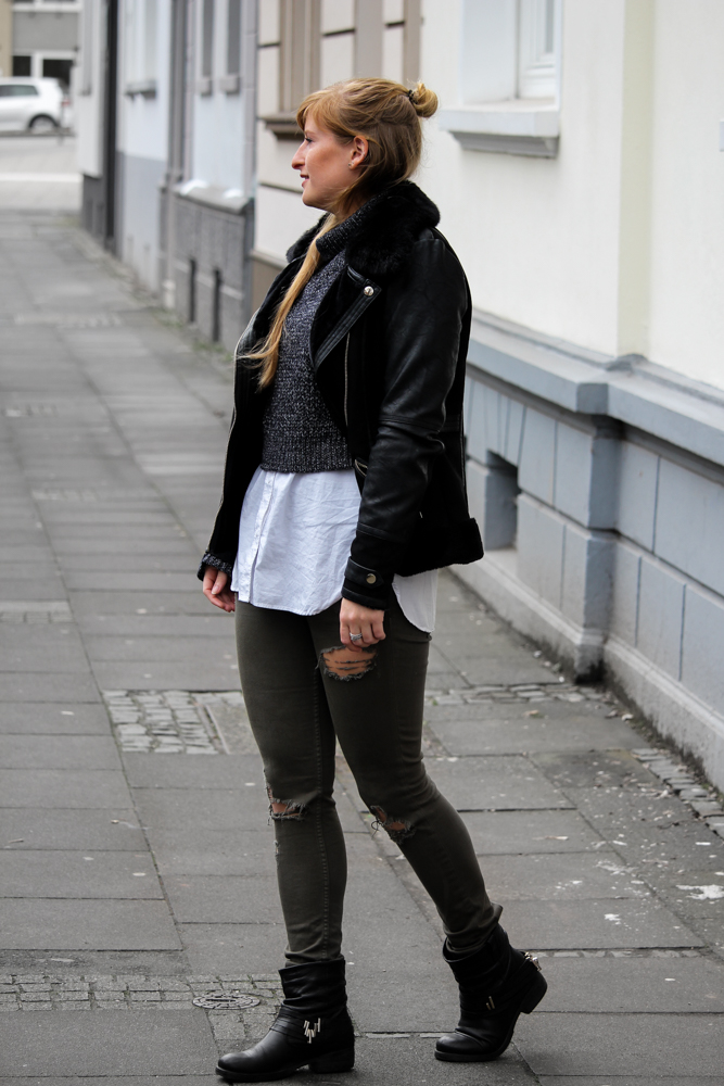 Casual Streetstyle Crop Top Pullover Layering Bluse Ripped Jeans Half Bun Fashion Blogger Köln Outfit