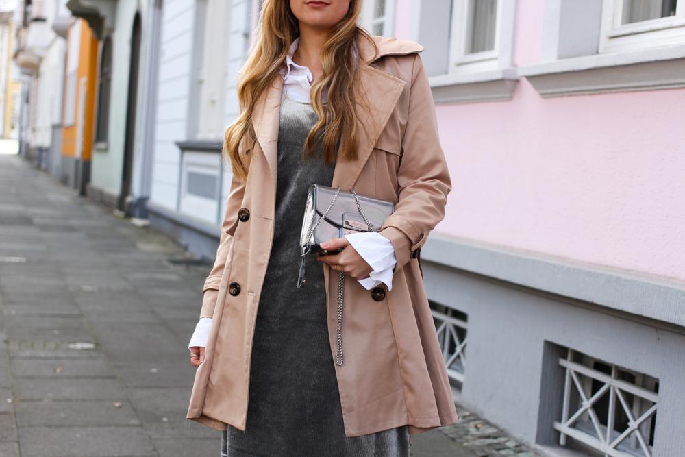 Samtkleid Furla Metropolis silber Trenchcoat Outfit Trend modeblog Bonn 3