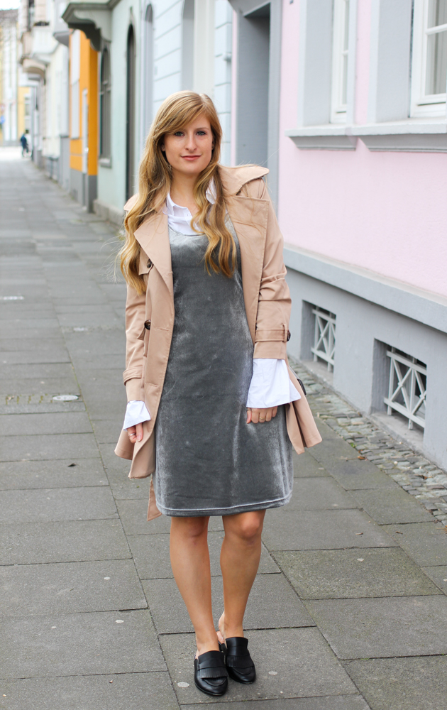 Slip Dress Samtkleid kombinieren Layering Bluse Trenchcoat Outfit Trend modeblog Bonn 1