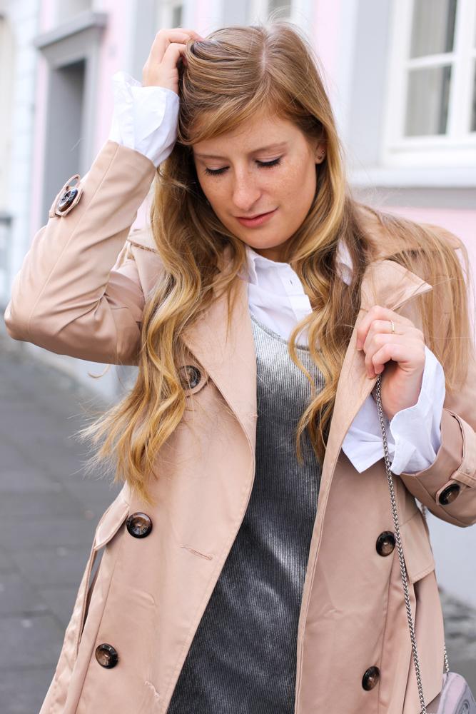 Slip Dress Samtkleid kombinieren Layering Bluse Trenchcoat Outfit streetstyle modeblog Bonn 6