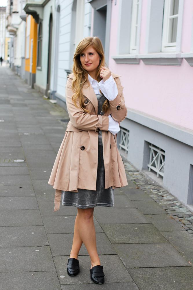 Slip Dress Samtkleid kombinieren Layering Bluse Trenchcoat Outfit streetstyle modeblog Bonn 7