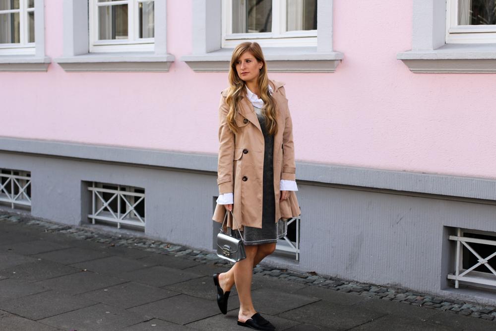 Slip Dress Samtkleid kombinieren Layering Bluse Trenchcoat Outfit streetstyle modeblog Bonn 9