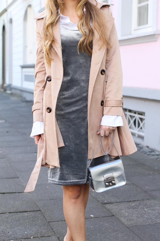 Slip Dress Samtkleid kombinieren Layering Bluse Trenchcoat Outfit streetstyle modeblog Bonn