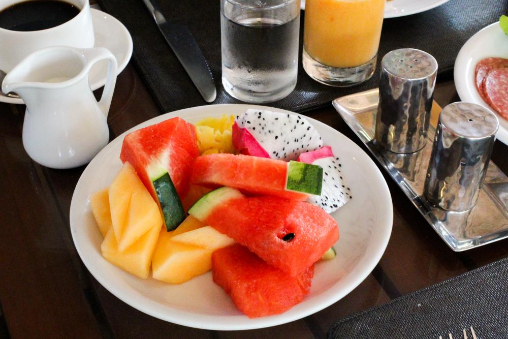 THE DEWA Hotel Koh Chang Villa Thailand Frühstück Früchte Reiseblogger