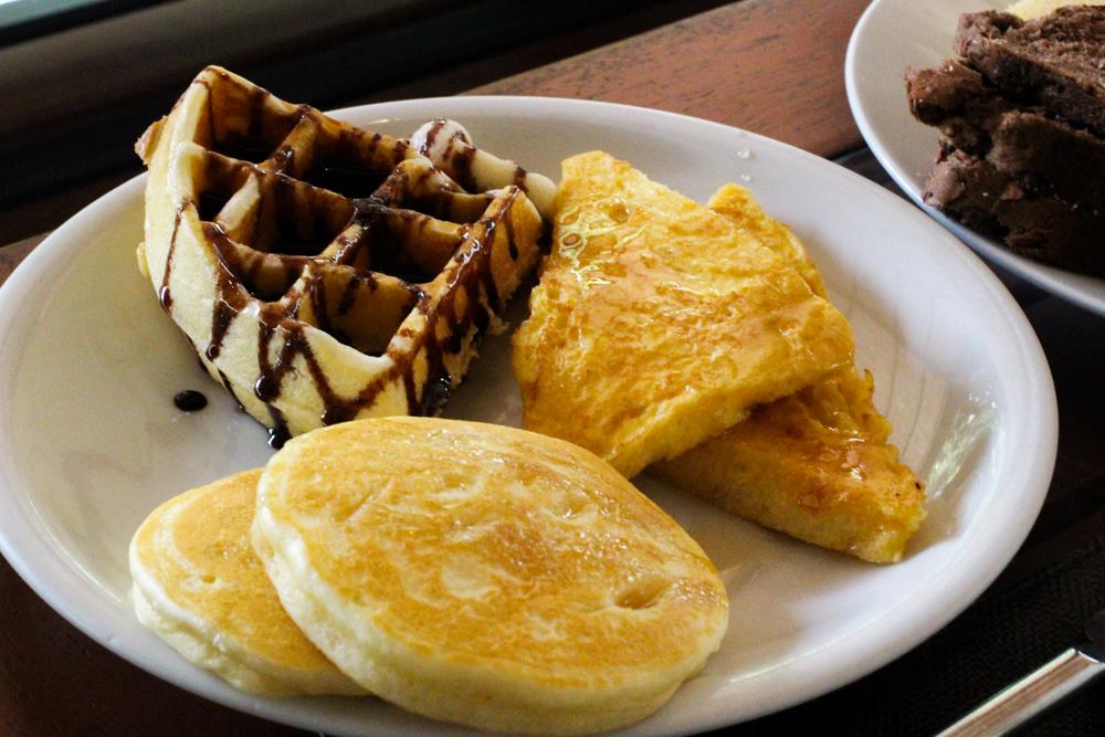THE DEWA Hotel Koh Chang Villa Thailand Frühstück Waffeln Reiseblogger