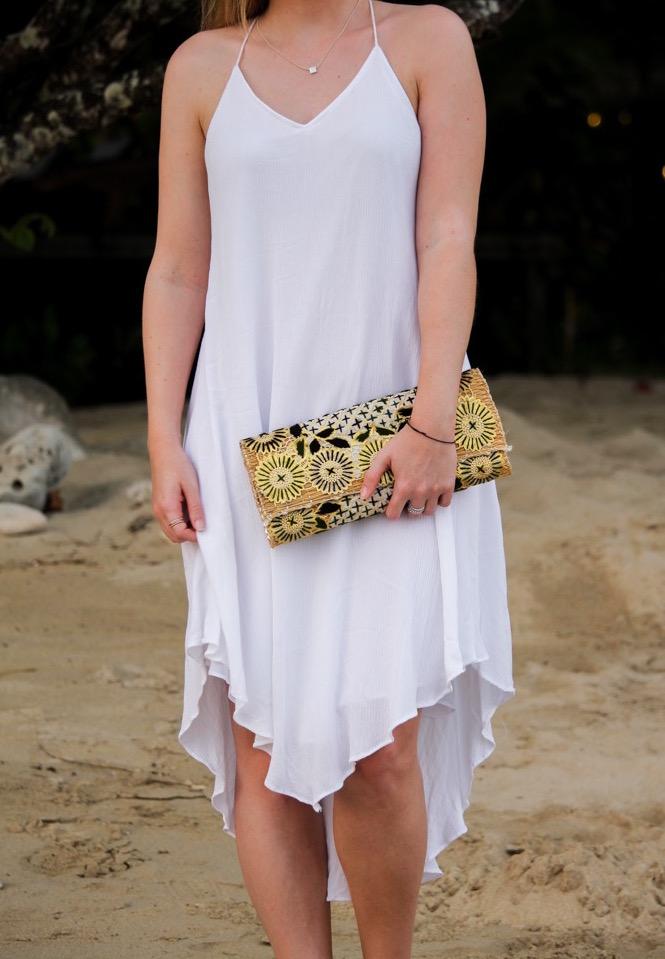 Weißes Strandkleid gemusterte Clutch Strandlook Koh Chang Modeblog 2