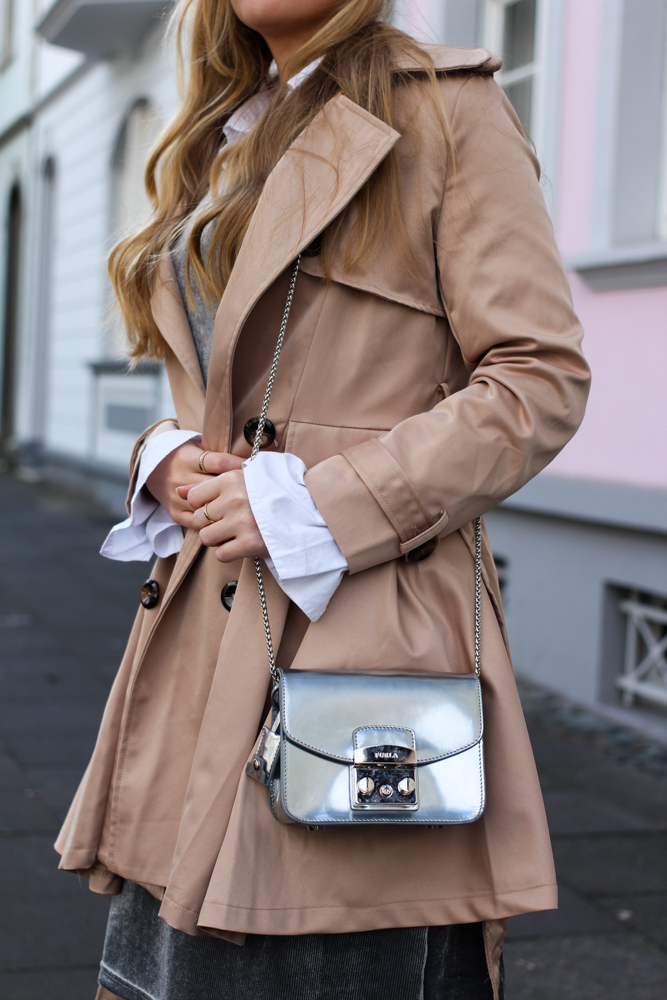silberne furla metropolis Trenchcoat beige Outfit streetstyle modeblog Bonn 8
