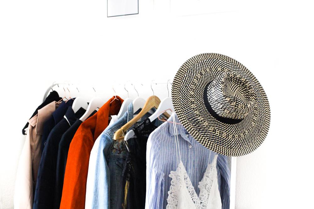 Ankleidezimmer Blogger Arbeitsplatz Kleiderstange Frühlingstrends