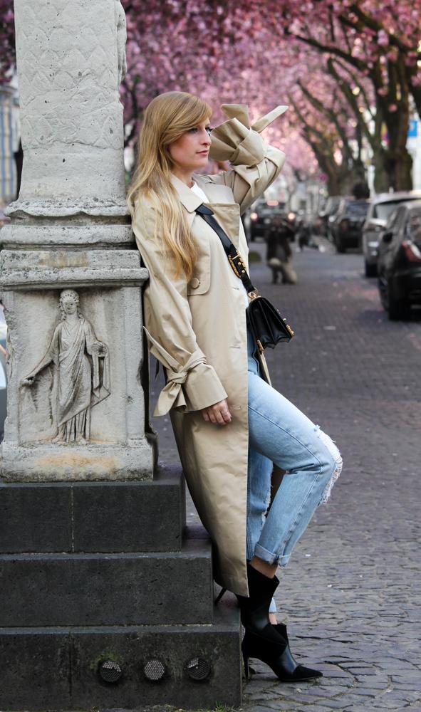 Edited Trenchcoat MOM Jeans Streetstyle Blog Kirschblüten Heerstraße Bonn Outfit Prada Tasche