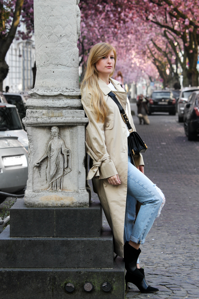 Trenchcoat Mom Jeans Streetstyle Kirschbl Ten