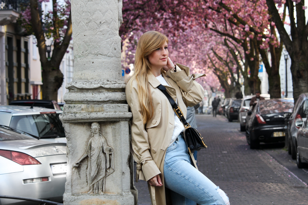 Edited Trenchcoat MOM Jeans Streetstyle Blog Kirschblüten Heerstraße Bonn Outfit t